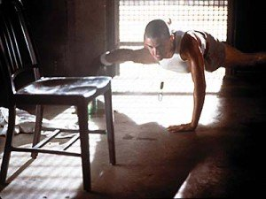 300x225xdemi-moore-gi-jane-workout-one-arm-pushups.jpg.pagespeed.ic.Bu2qmOvHUg0Tjc3BQ68V