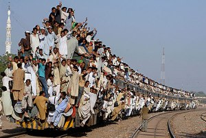 packed-train-pakistan